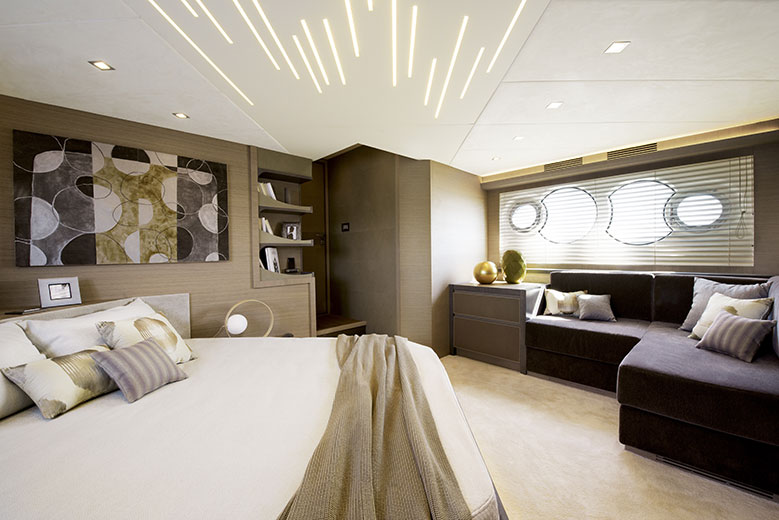 mcy70_Owner_cabin_01